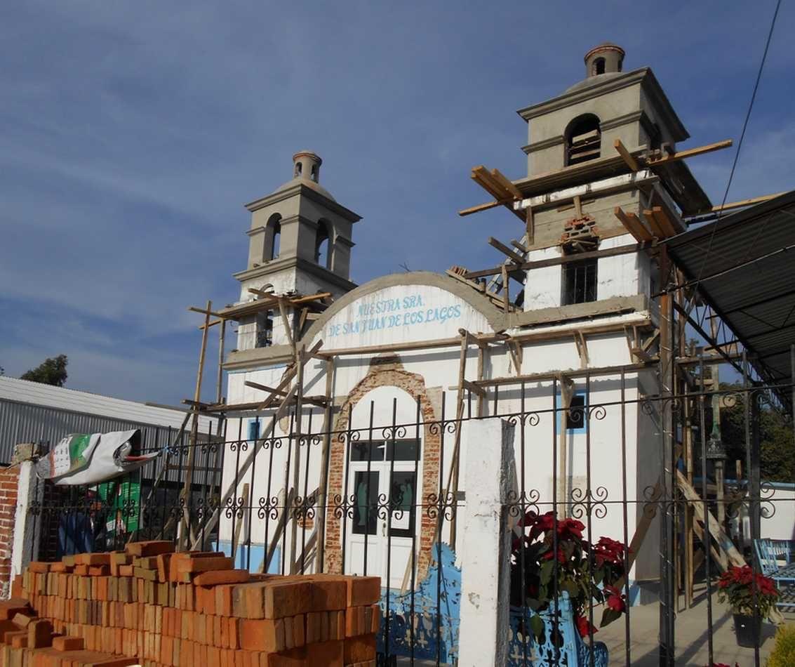 Dans la campagne de Ahuatenco, l'église sinistrée en grands travaux