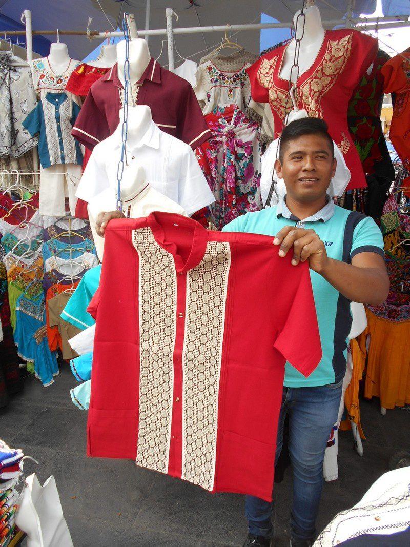 """Au Mexique: """"L'homme heureux n'a pas de chemise"""" mais une guayabera!"""