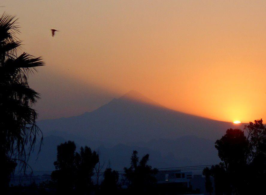 En ombre et lumière, le Popocatepetl