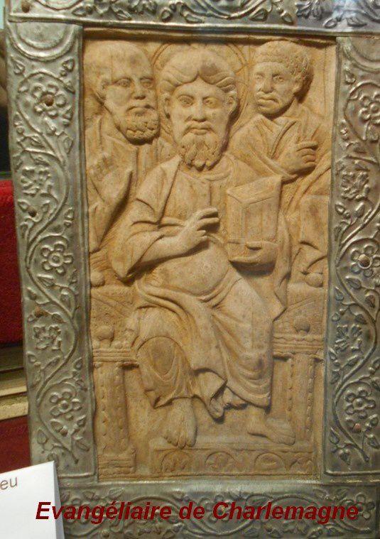 Pour conclure la visite de  Saulieu (4) LA BASILIQUE SAINT-ANDOCHE et son évangéliaire