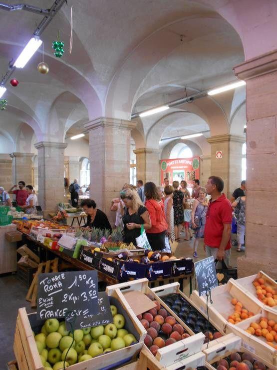 Les halles du marché sous la mairie d'Autun