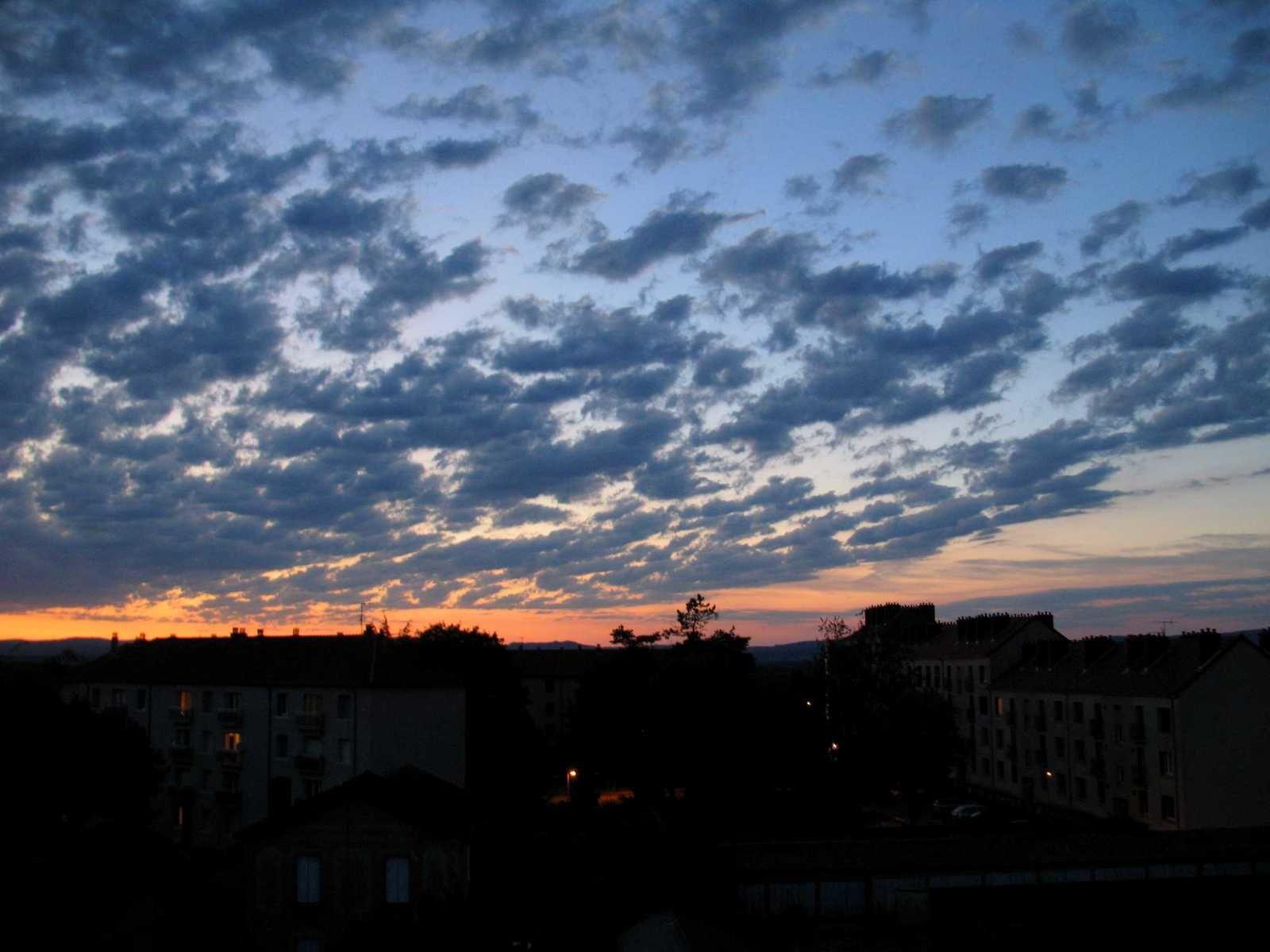 Un dernier regard vers le ciel autunois
