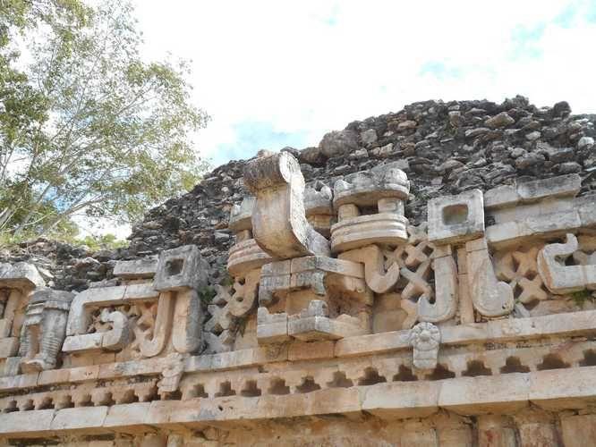 Sur la ruta (route) Puuc, la cité maya ancienne de Labná