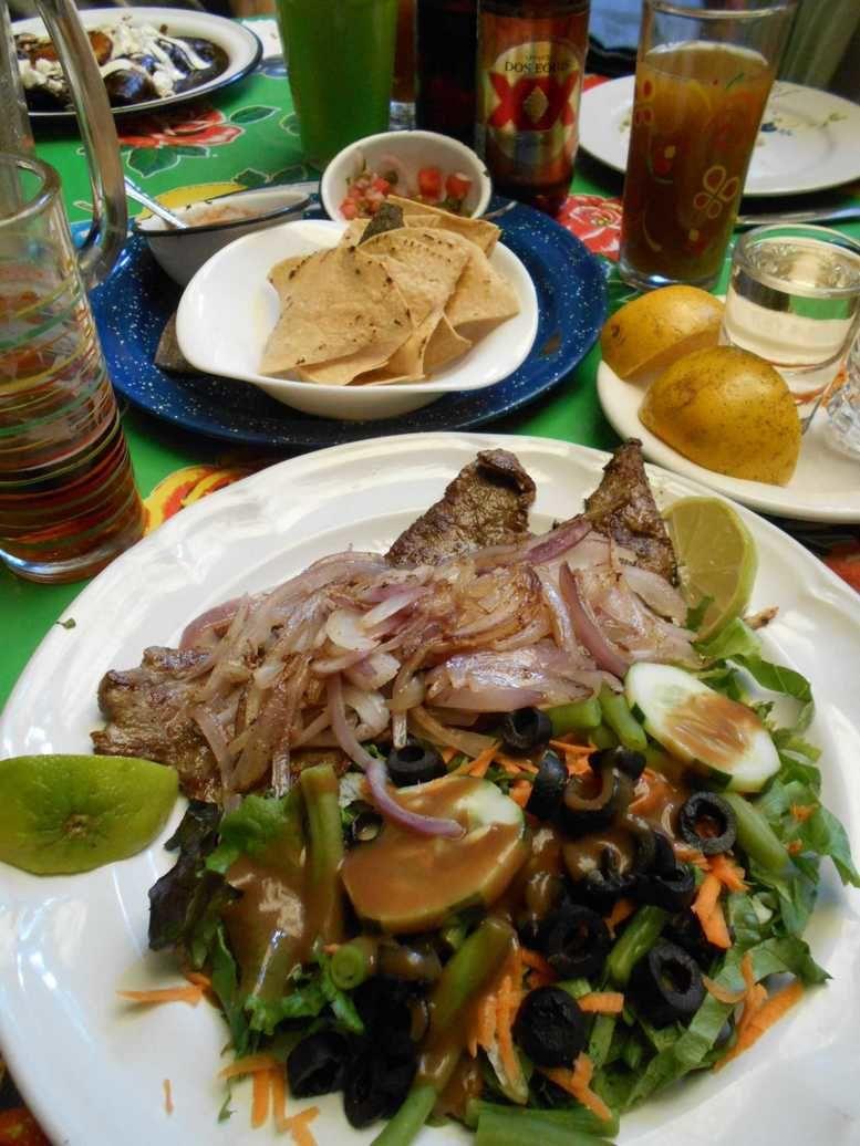 Une belle assiette à la casa Tikal