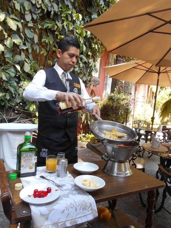 Des crêpes Suzette à la mexicaine: une jolie démonstration