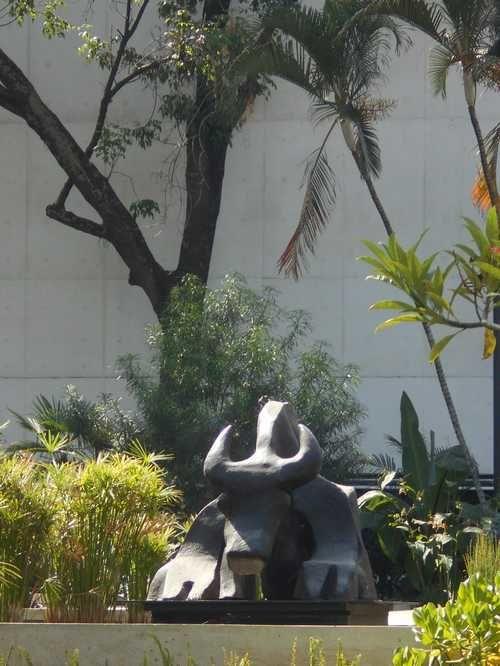 Hommage magistral à Juan Soriano : un jardin de sculptures