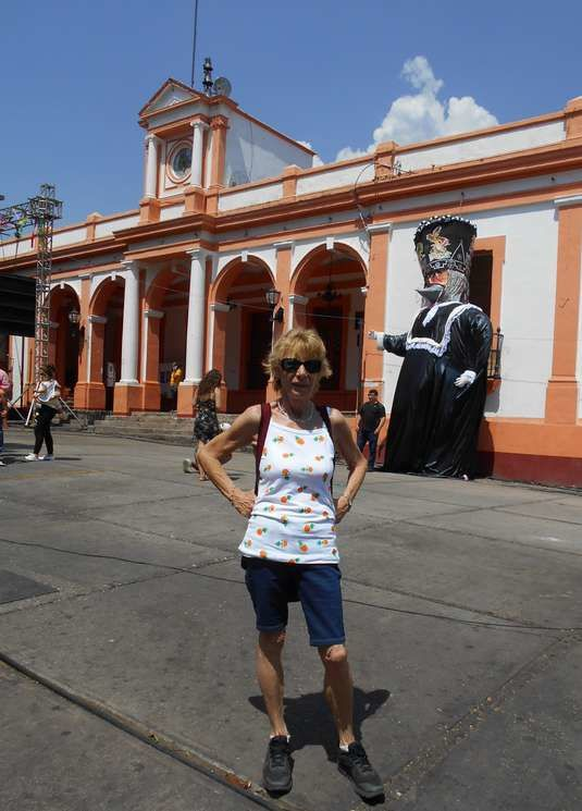 Un Géant du Nord dans le Sud mexicain, à Tepoztlan, village magique