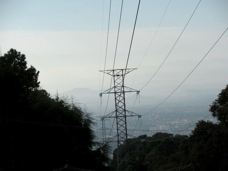 La ligne haute tension, point de vue sur Cuernavaca dans la brume