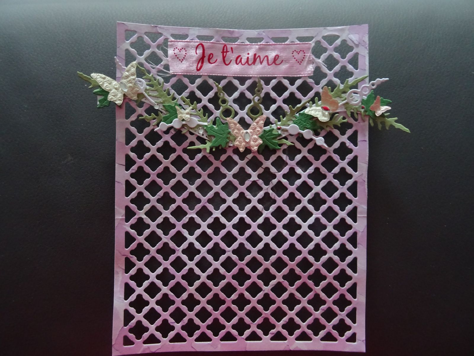 avancée boutique mariage miniature 12 e: un bouquet et une guirlande