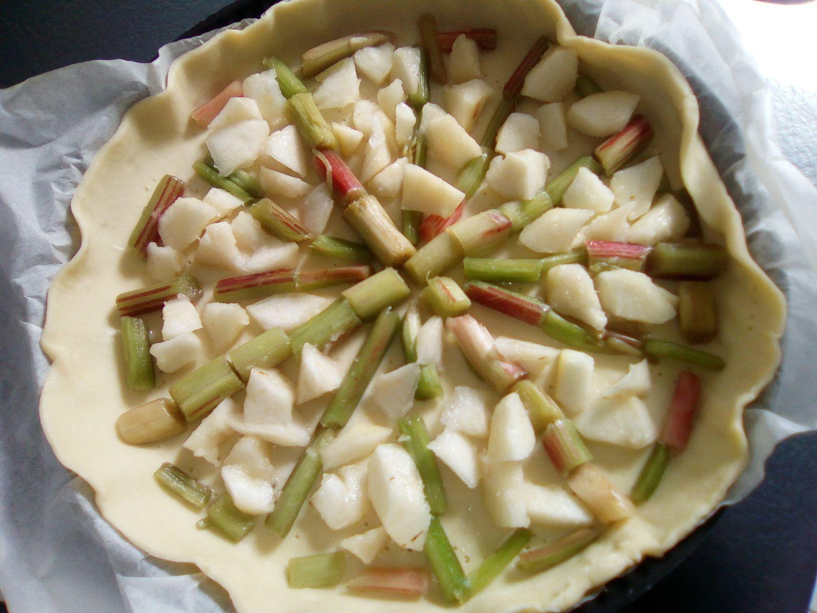 Tarte mascarpone aux poires et à la rhubarbe