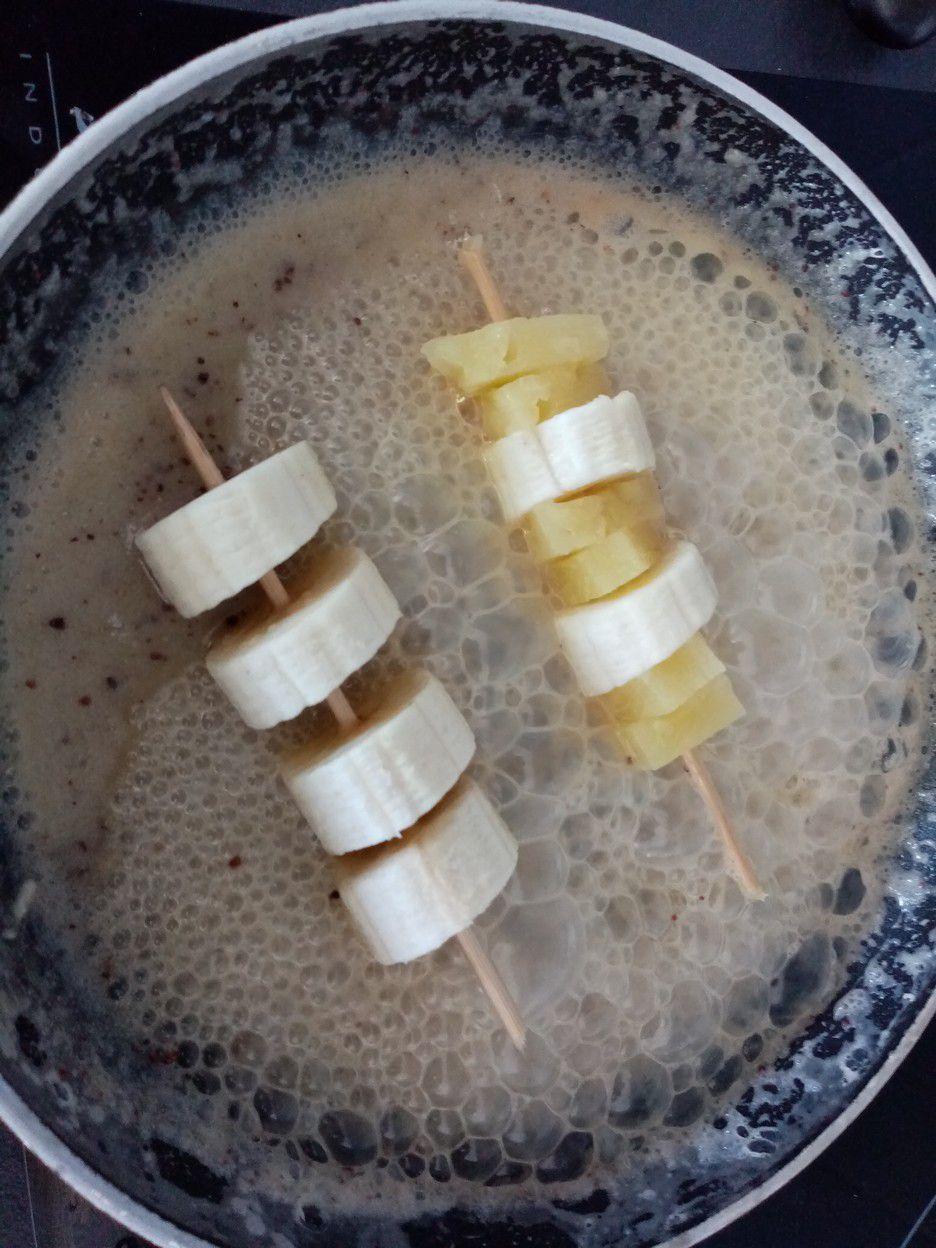 Brochettes de bananes caramélisées aux épices douces