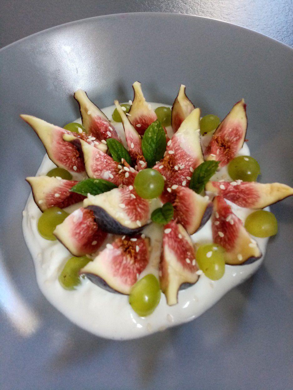Figues en salade, burrata et sésame de Cyril Lignac dans tous en cuisine