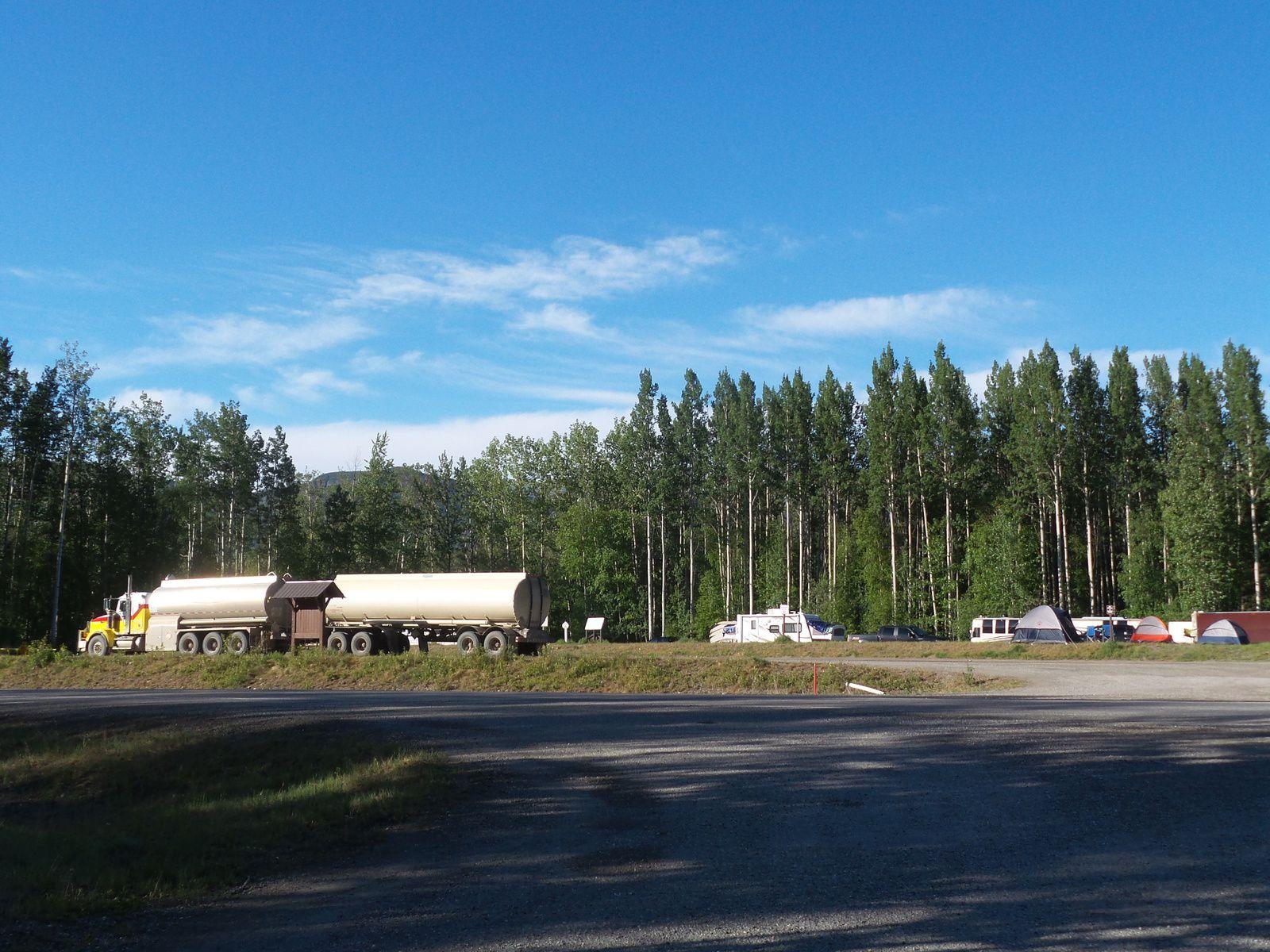 Je dis au revoir à mon camping ''over-flow''. Oh surprise! Ce sont les premières tentes que je vois à part la mienne