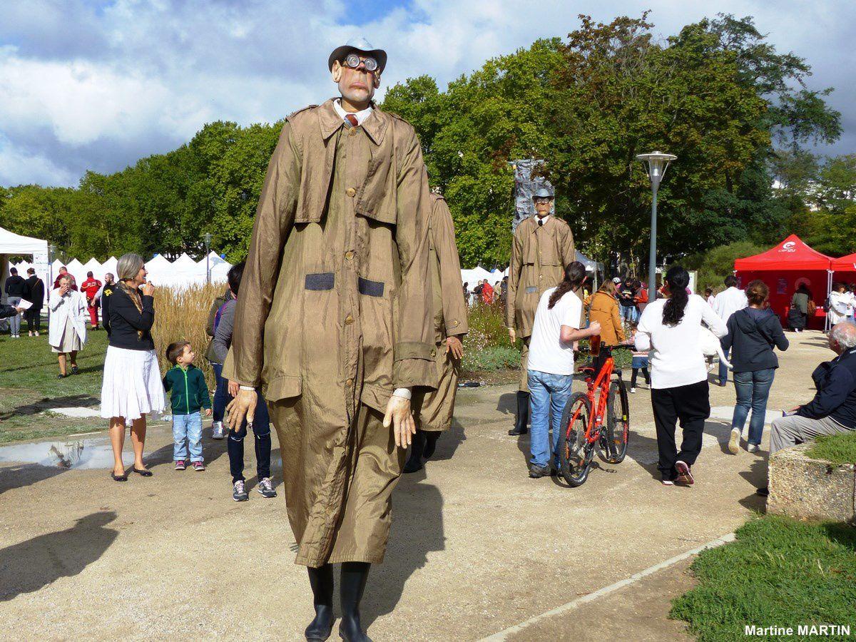 Scène de rue : Rencontre géante