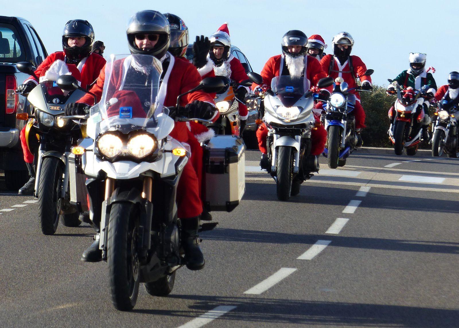 Photos Martine : Balade des père Noël 2017 aux Sables d'Olonne