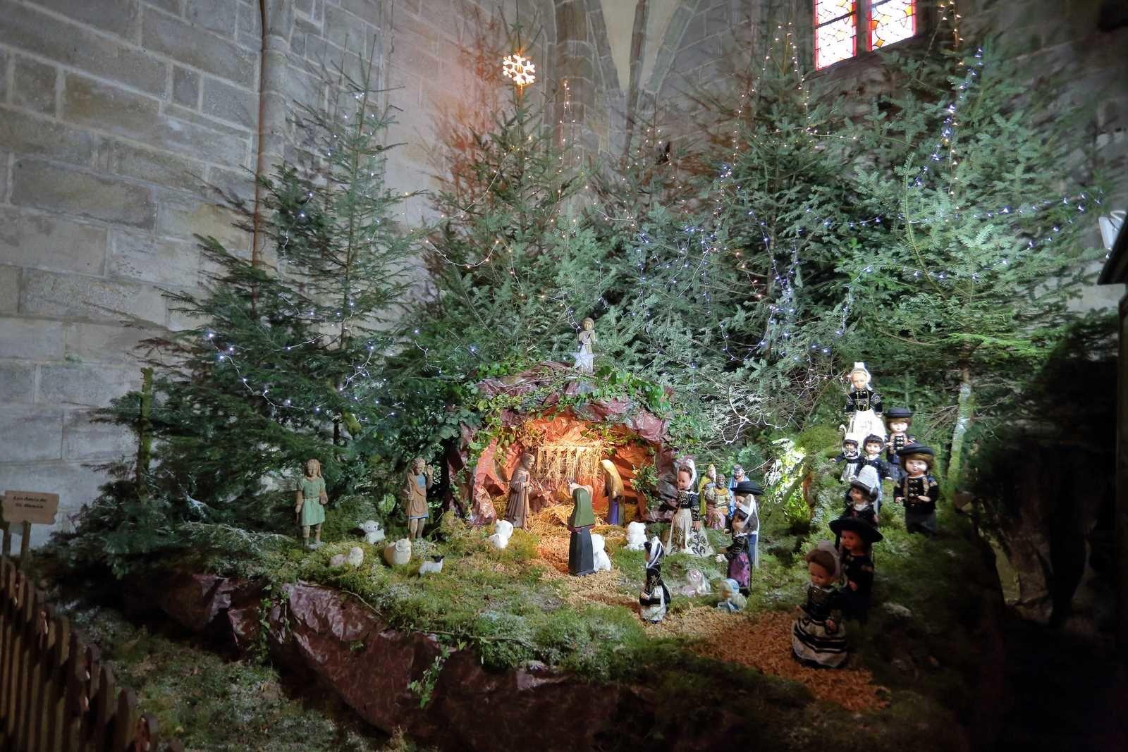 Crèche dans l'église de Locronan