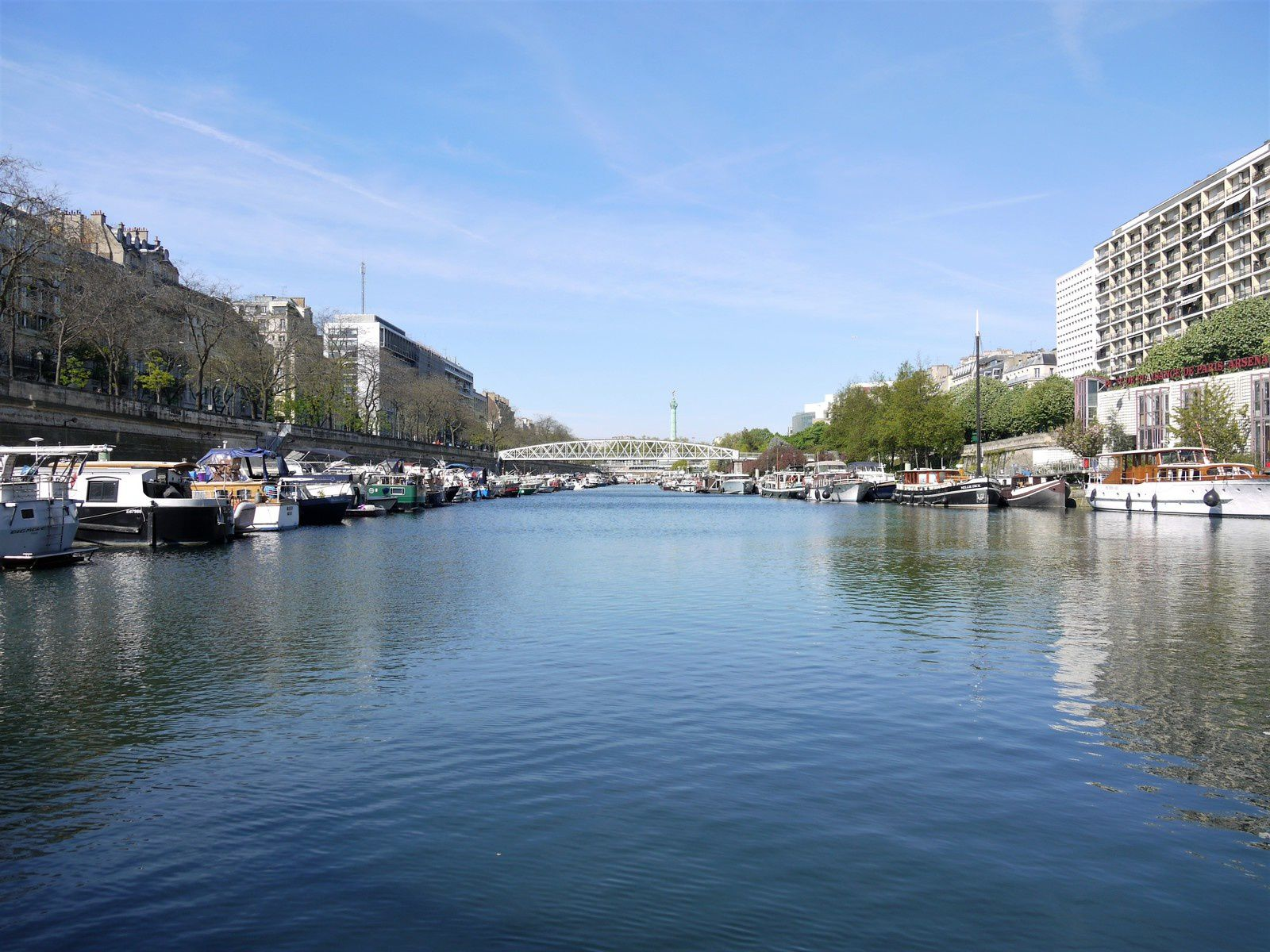 Le port de l'Arsenal à Bastille