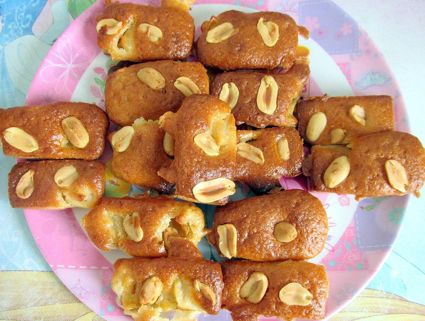 1. Petits individuels à la pomme fourrés et agrémentés de cacahuètes 2. Minis aux dés de pomme et cacahuètes