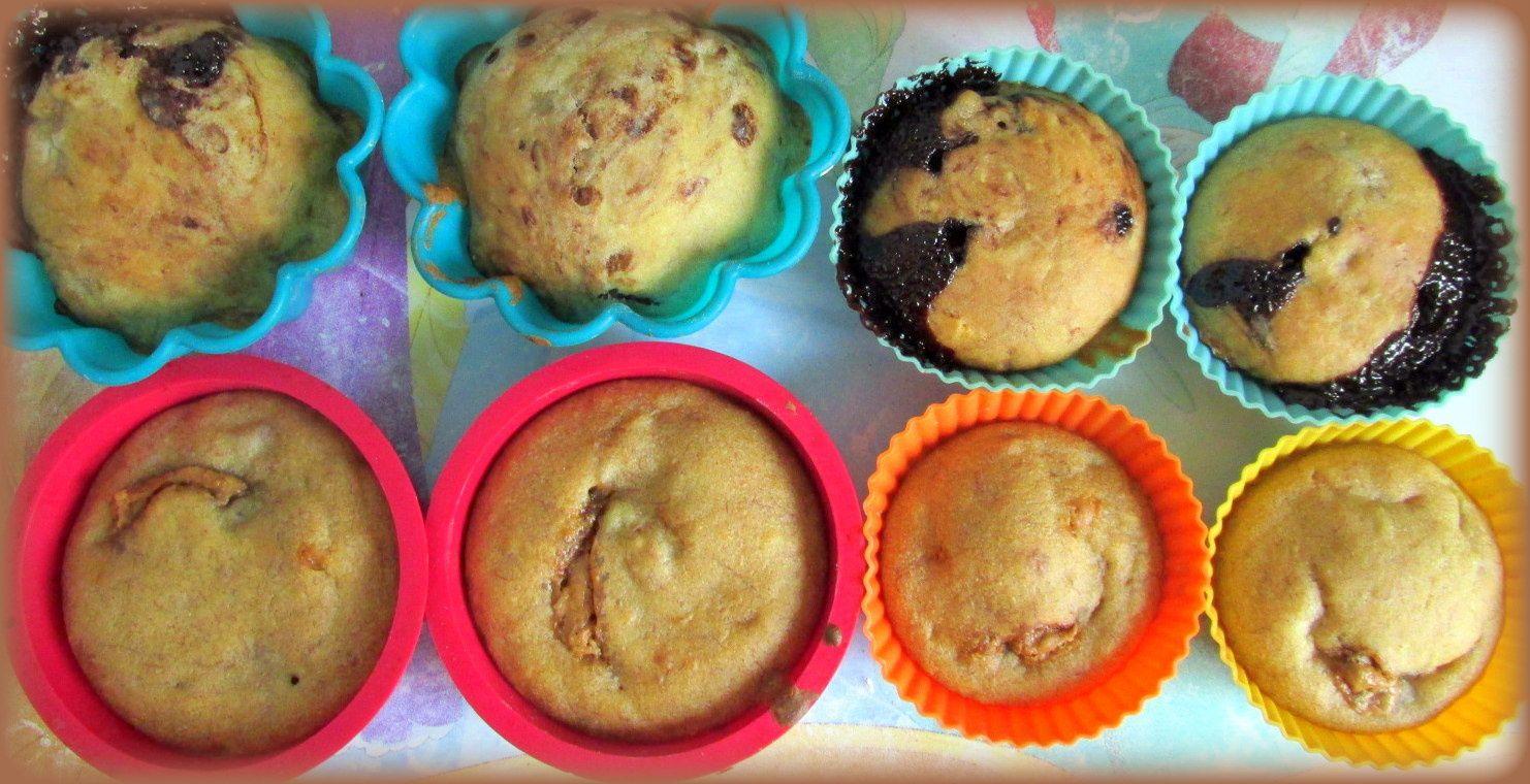 1. Parés à être enfournés ! 2. En refroidissement (Haut  : Muffins banane/chocolat - Bas : Muffins banane/spéculoos/cannelle)
