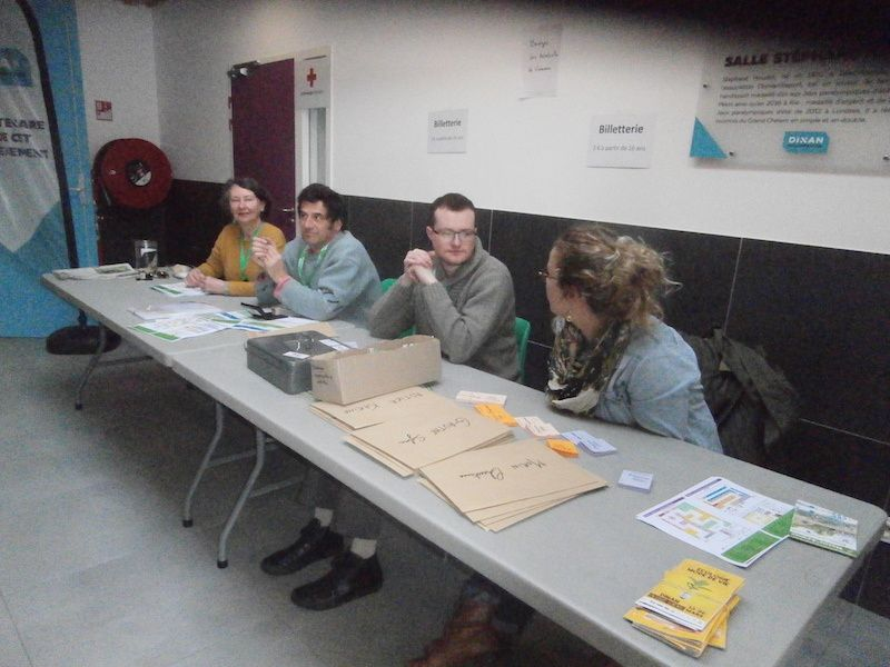 Puisque nous sommes à l'entrée, restons-y... le nombre de bénévoles a augmenté...le nombre d'enveloppes diminue.