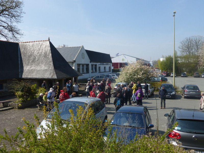 """... sur le parking des """"Eaux de Plancoët"""" (source Sassay)..."""