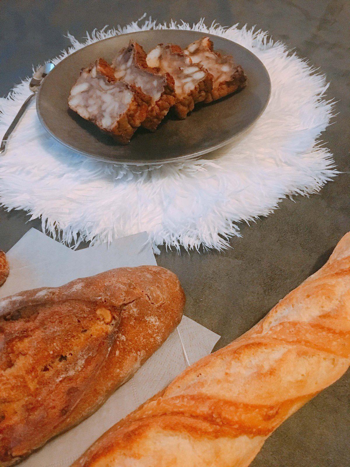 Assiette, cuillère et set de table en plume : Sud Intérieur