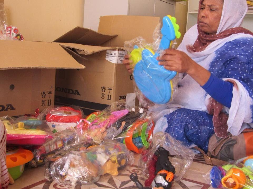 lors du même voyage, distribution jouets de notre partenaire 'Noel pour tous'