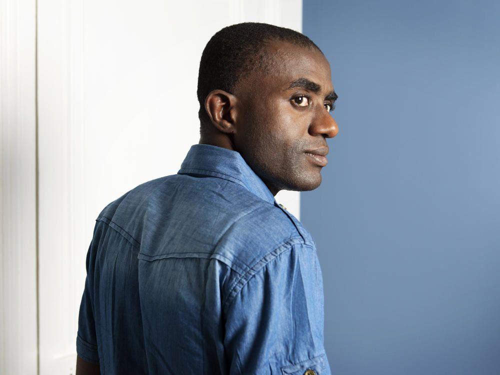 Ali Zamir est né en 1987 aux Comores. Il vit actuellement à Montpellier.
