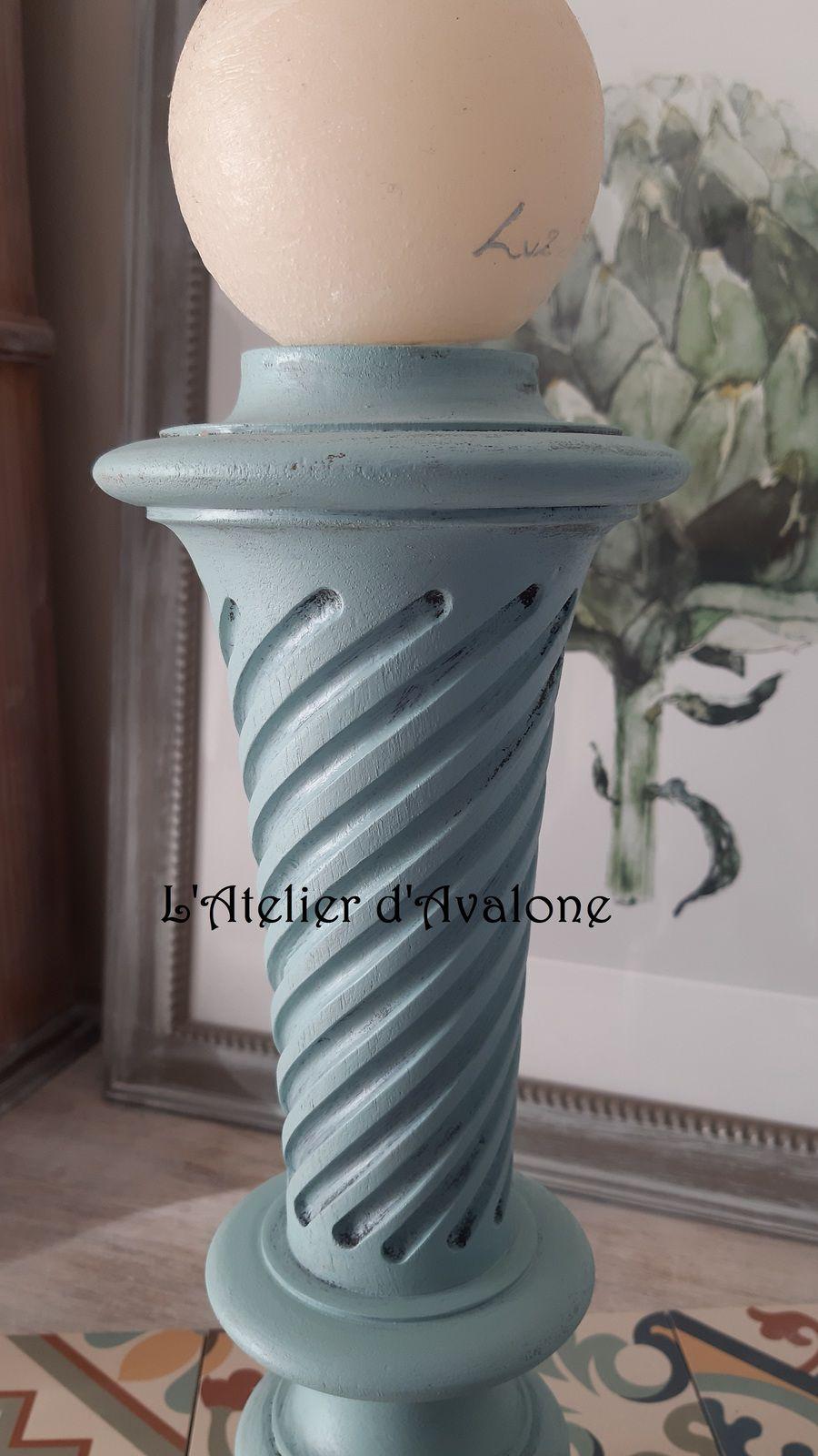 Grand bougeoir bleu vintage en bois sculpté.