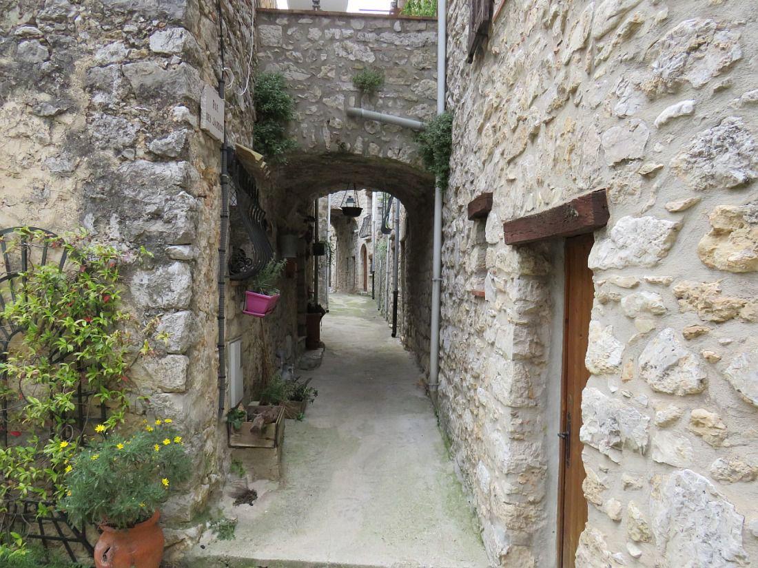 PEILLE Authentique village médiéval des Alpes Maritimes