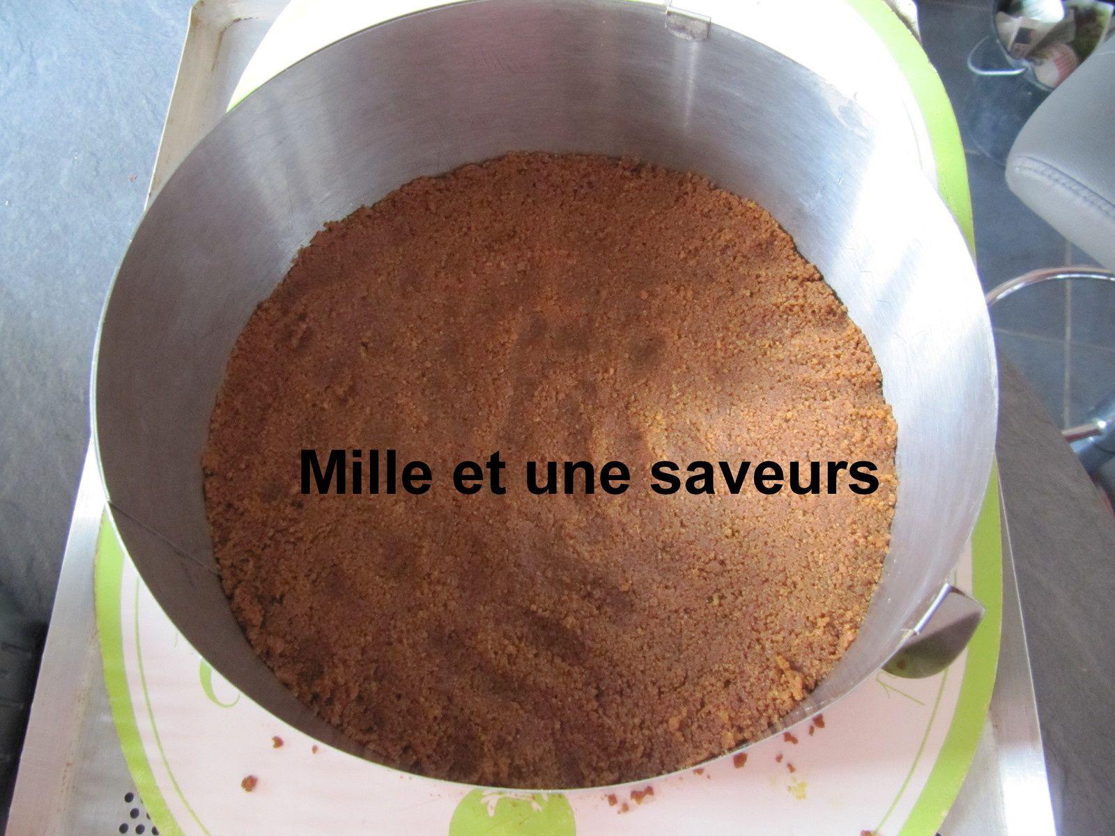 Entremet framboise avec insert vanillé panna cotta et craquant spéculoos
