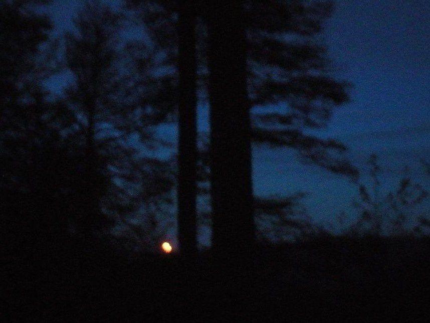 La lune disparaît sur Kruth, l'aube se lève