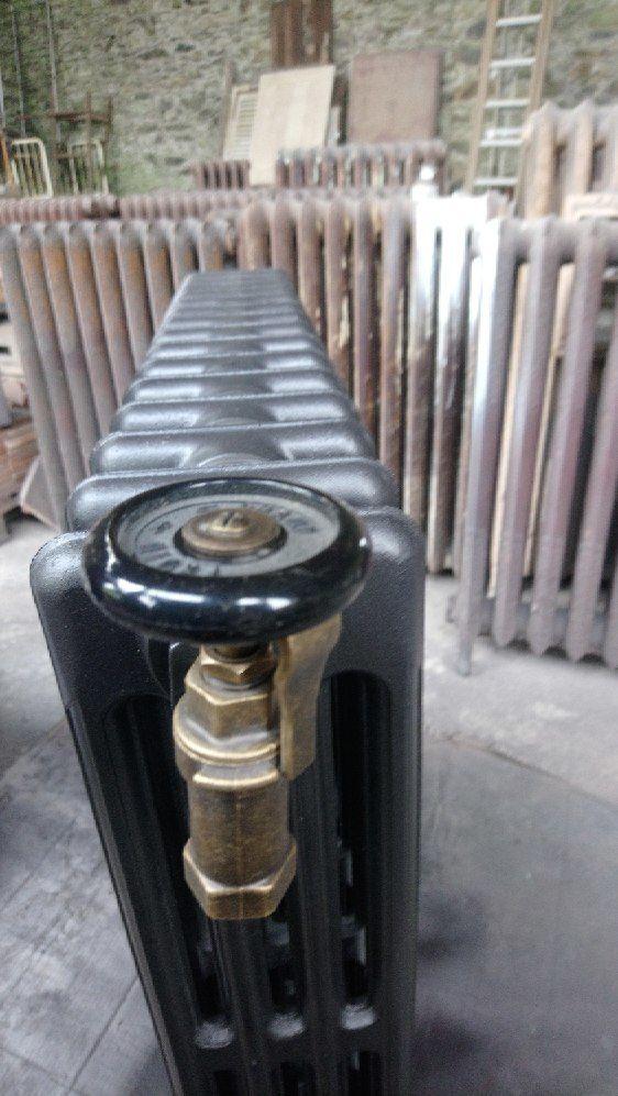 Radiateur en fonte chauffe plat ancien fleuri TEL 06 03 62 05 89 MAIL LECHENE@AOL.COM