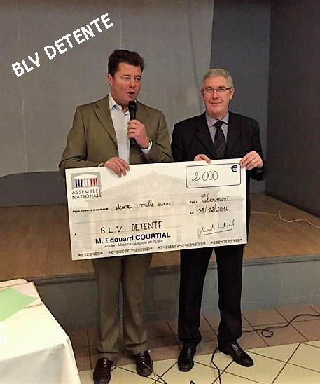 Remise du chèque de 2000 euros par le Député Edouard COURTIAL