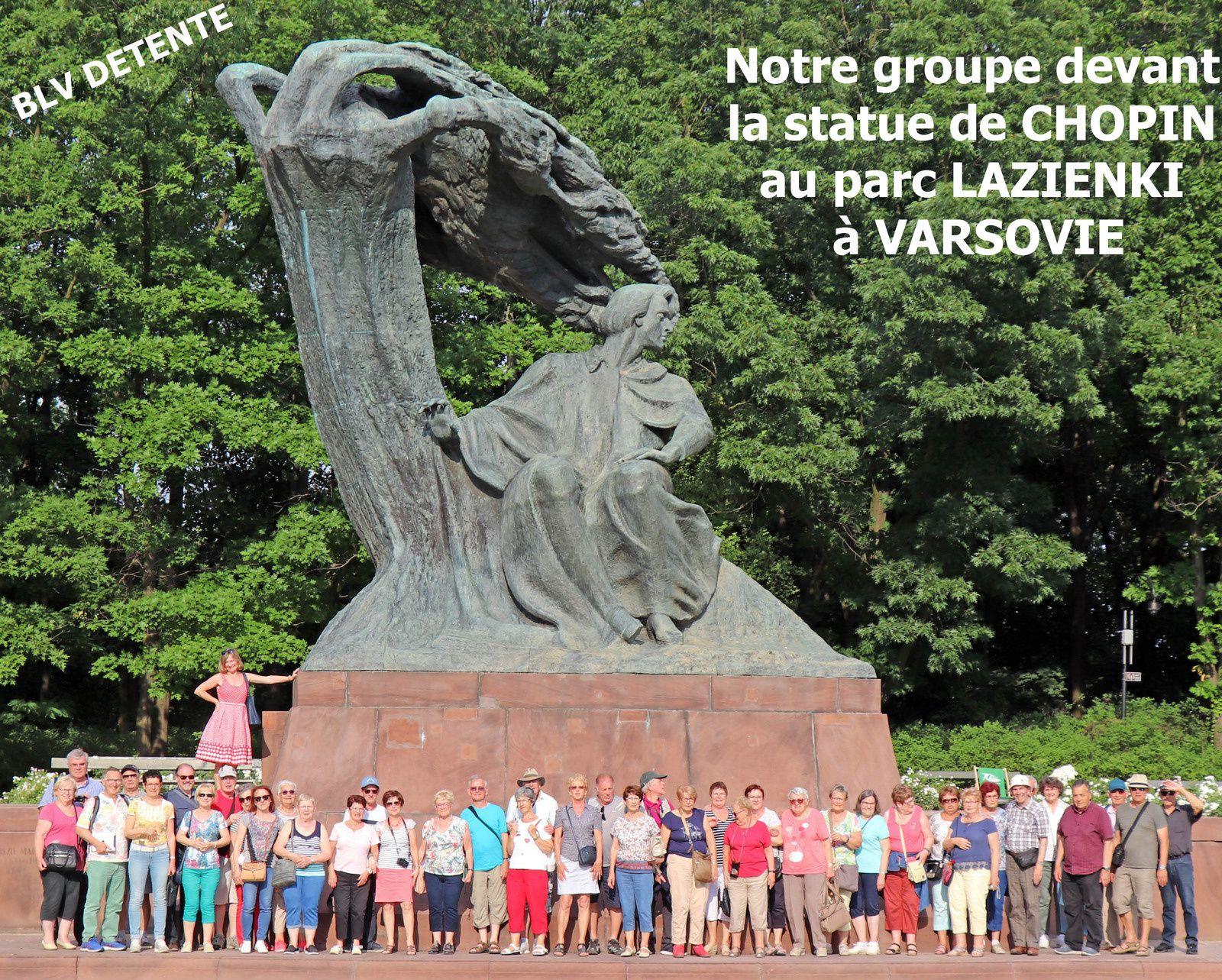 19 Juin : photo de groupe devant la statue de CHOPIN au parc LAZIENKI