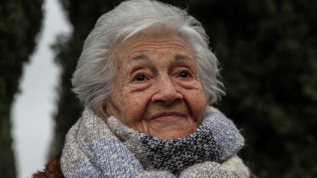 Ascensión Mendieta consiguió recuperar los restos de su padre, Timoteo, en la primera exhumación en España ordenada por la justicia de Argentina.- El Muni.