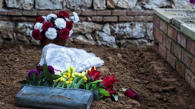 Durante la exhumación en Guadalajara, realizada en enero de este año se recuperaron los cuerpos de una mujer y 21 hombres. Uno de ellos era Timoteo Mendieta.- El Muni.
