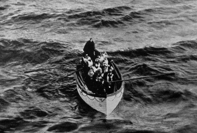 Cuando el barco comenzó a hundirse, Laroche embarcó a su familia en un bote salvavidas; y se quedó en el barco ayudando a otras mujeres y niños. No sobrevivió y su cuerpo nunca fue encontrado.REUTERS/Ralph White/Corbis/Courtesy of LIFE Books.- El Muni.