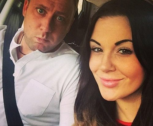 Ashley Murrell tuvo una acalorada discusión con su marido Mikey y lo desterró al sofá, cuando ella se despertó lo encontró muerto en el sofá.- El Muni.