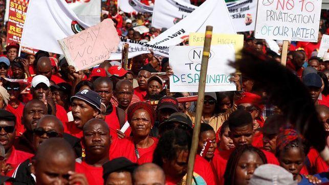 Primera huelga general en Sudáfrica contra el Gobierno de Cyril Ramaphosa.