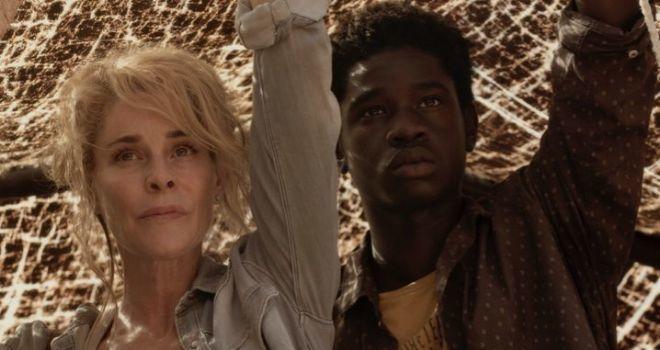 Dos actores de la película 'El cuaderno de Sara', dirigida por Norberto López Amado.- El Muni.
