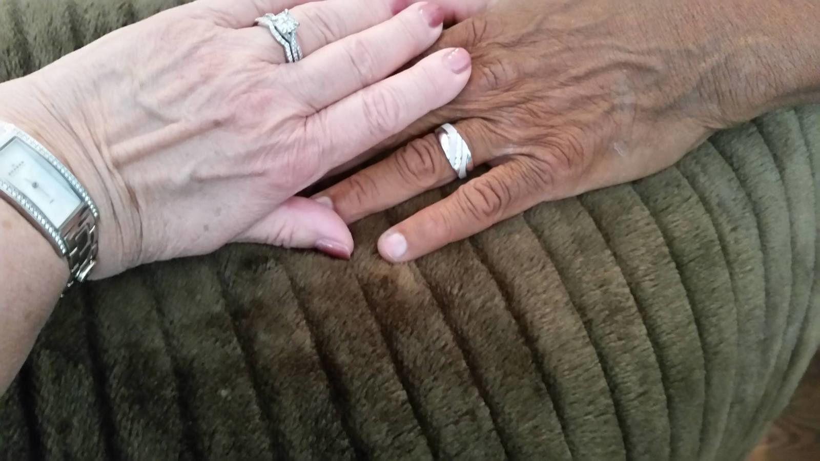 Una pareja obligada a separarse por racismo, se reencuentra 45 años después, final feliz como pocos.
