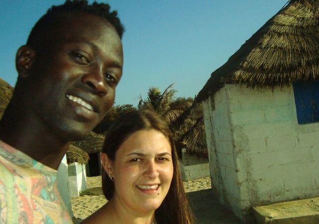 Pape y Sheila en Dakar, cuando la joven gallega pudo viajar a Senegal para visitar a su ahora marido.- El Muni.