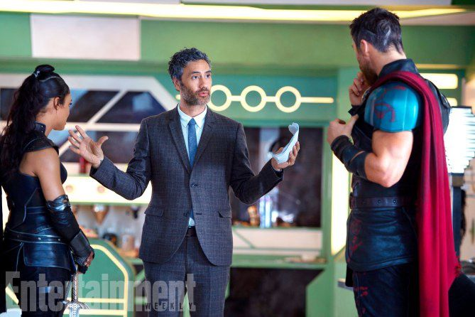 Tessa Thompson (Valkyrie), Director Taika Waititi et Chris Hemsworth (Thor)