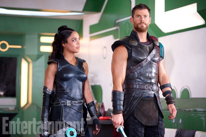 Valkyrie (Tessa Thompson) et Thor (Chris Hemsworth)