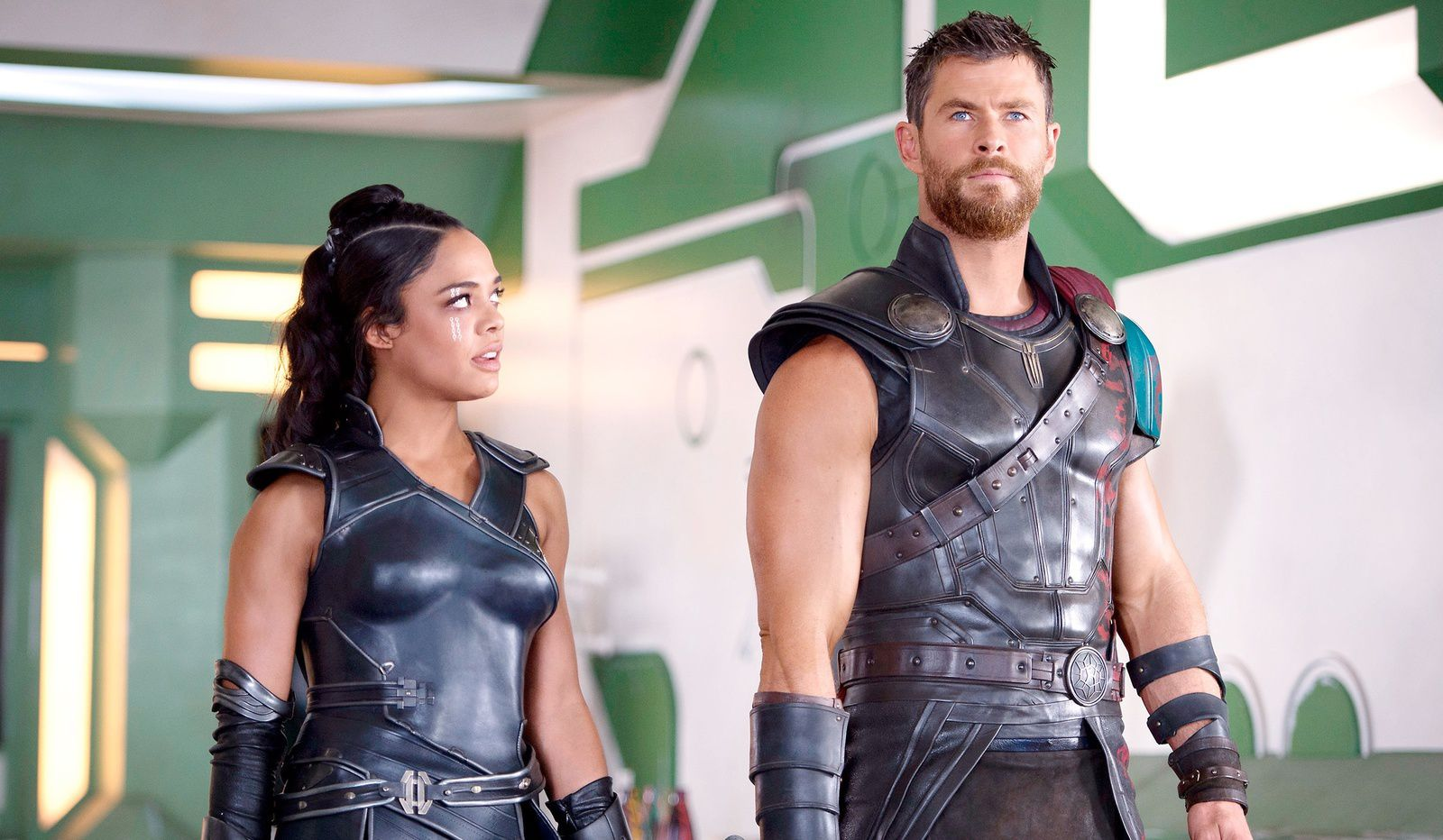 Tessa Thompson et Chris Hemsworth (Thor Ragnarok)