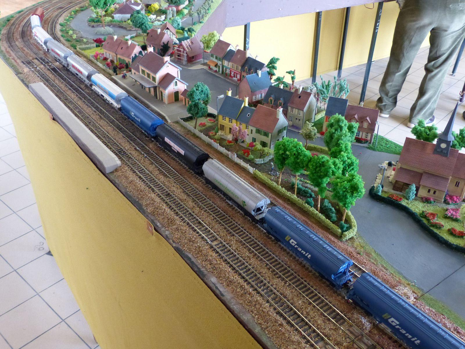 Un beau train de céréalier sur le réseau.