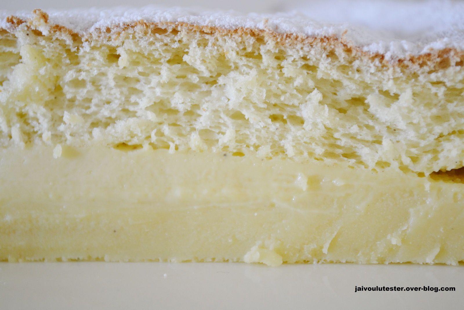 cliquez pour agrandir 1- moule silicone pour faciliter le démoulage 2- dessous du gâteau après démoulage 3- dessus du gâteau en le retournant 4- 3 couches visibles