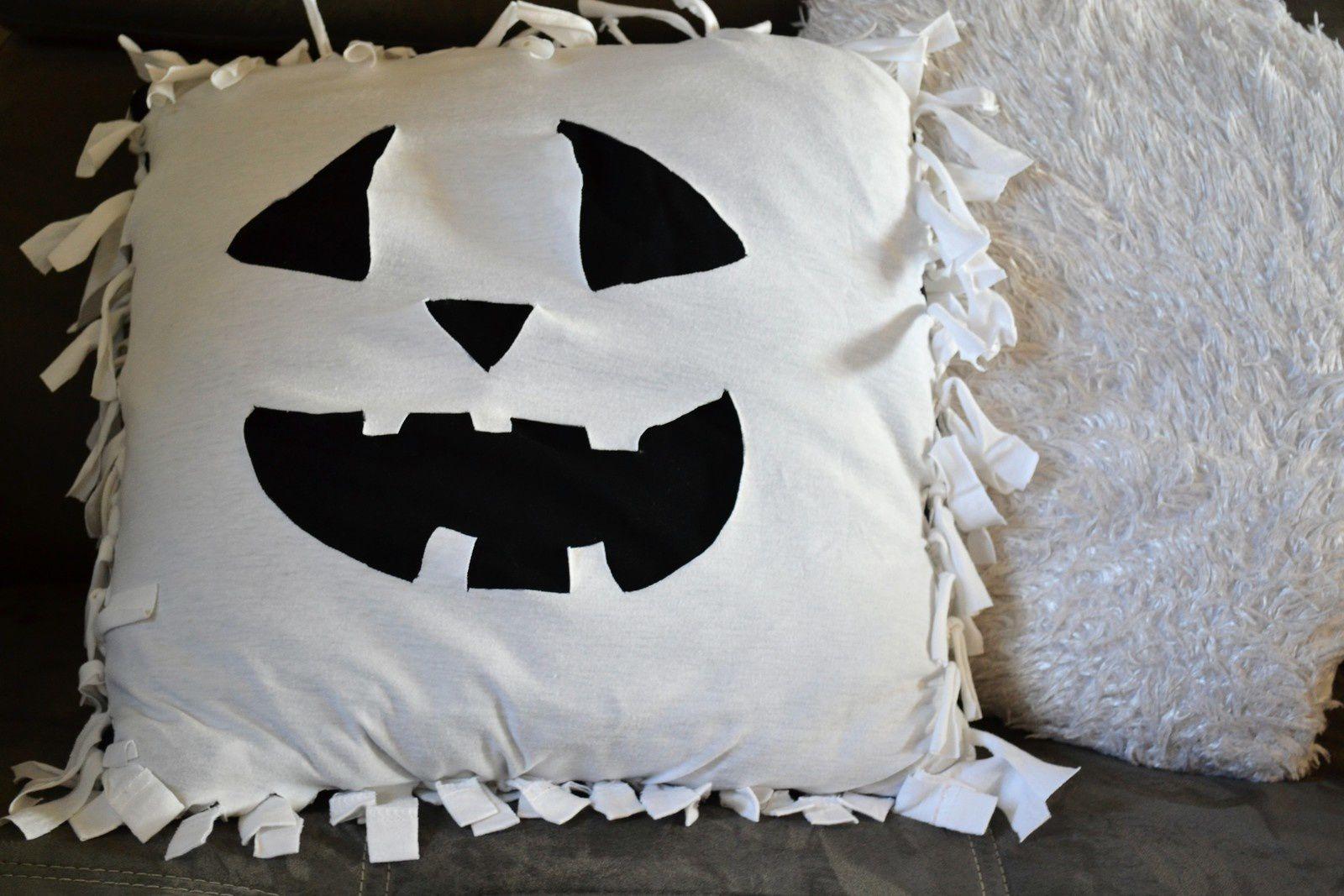 ... réaliser un coussin pour Halloween sans rien acheter, et sans couture!