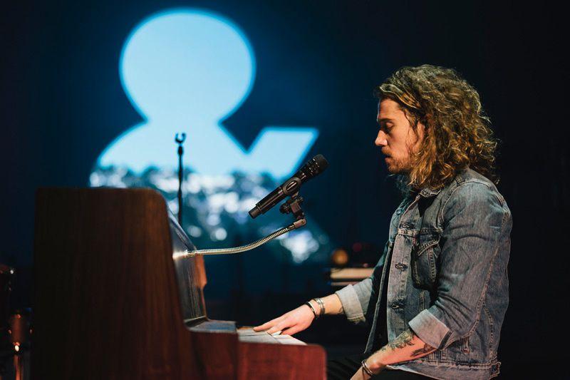 Le concert de Julien Doré à l'AccorHotels Arena diffusé en direct ce soir sur TMC